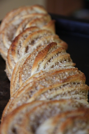 twisted bread with walnuts